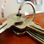 How may the lessee terminate a lease earlier and vacate the leased premises without penalties
